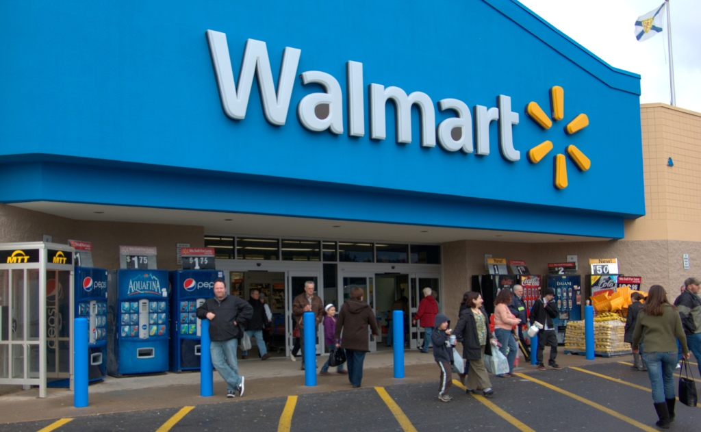 Walmart opens Hispanic market