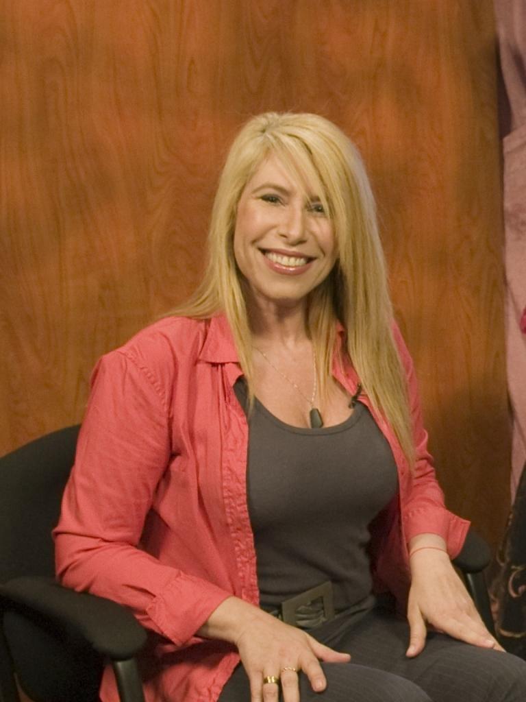 "Claudia ""Havi"" Goffan - Hispanic Marketing Expert and CEO of Target Latino"